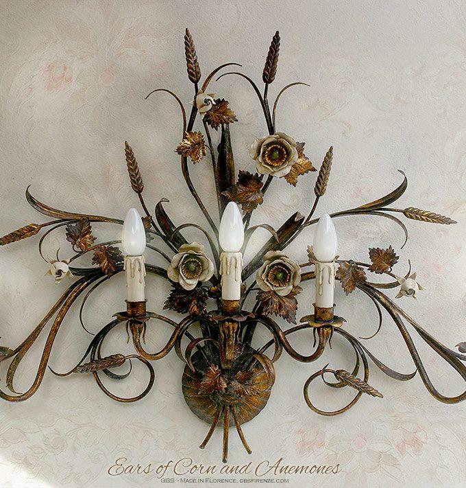 Anemoni e Spighe. Applique a cinque luci in Oro Vecchio con bocci di rose. Ferro battuto e decorato a mano. GBS, made in Florence.