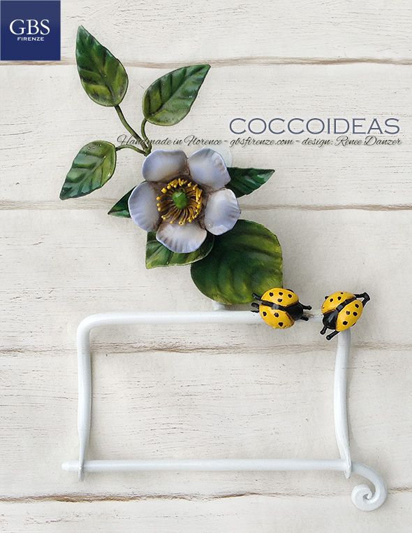 Portarotolo. Collezione Bagno Coccoideas. Ferro battuto e decorato a mano. Coccinelle & Rose Selvatiche.
