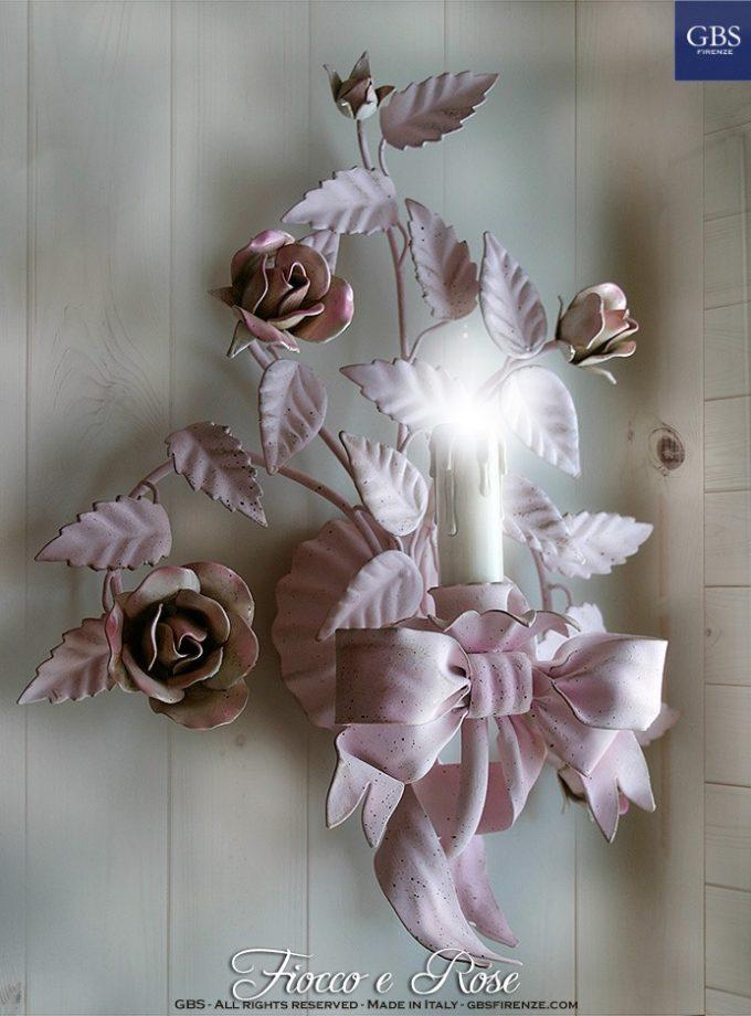 Applique Fiocco e Rose. A 1 Luce. Applique romantico con le tonalità del rosa