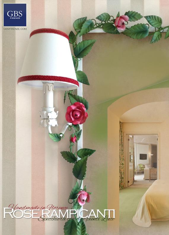 Specchiera rose e bocci con due punti luce, per la camera o la stanza da bagno.