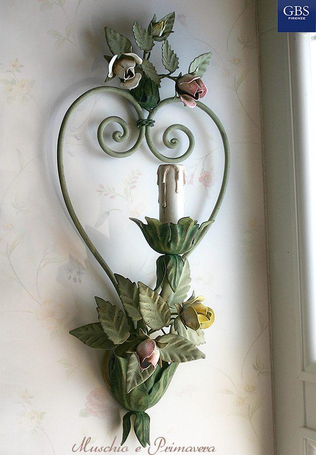Applique Muschio e Primavera. 1 Luce. Ferro battuto e decorato a mano.