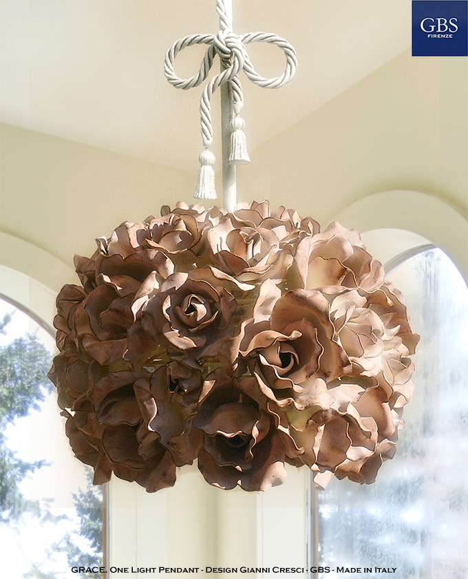 Lampada Sospensione Grace di Rose. Ferro battuto e decorato a mano. Made in Italy.
