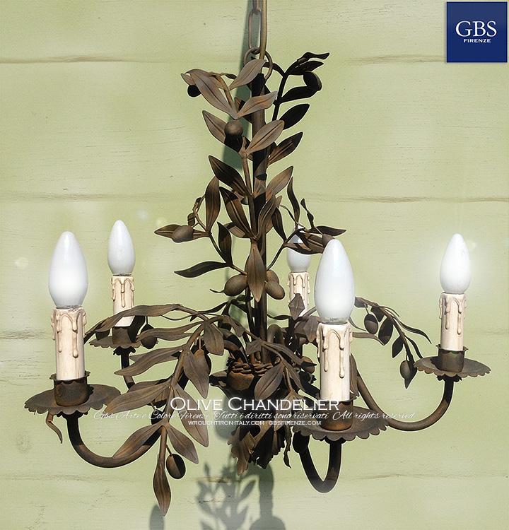 Lampadario Olive a 5 luci. Finitura in Ruggine. Ferro battuto e decorato a mano.