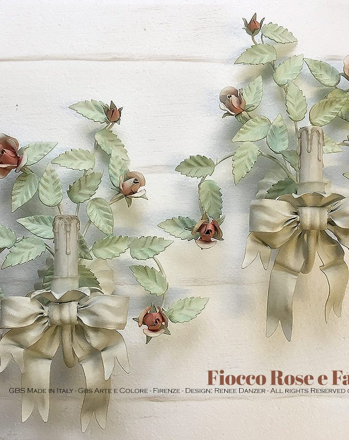 Applique Fiocco Rose & Farfalla, a 1 Luce. Ferro battuto e decorato a mano.