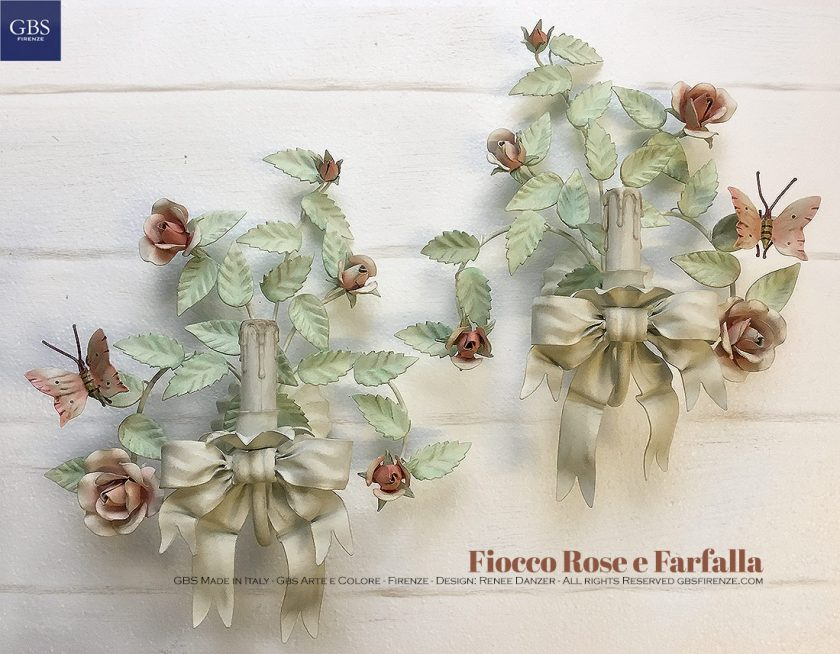 Applique Fiocco Rose & Farfalla, a 1 Luce.Ferro battuto e decorato a mano.