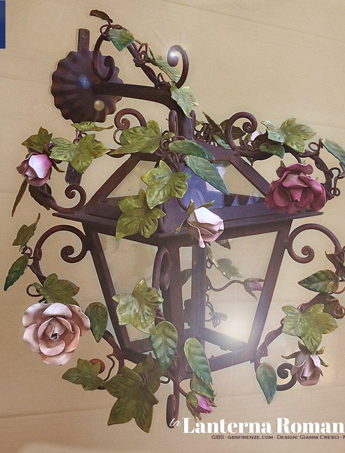 Lanterna Romantica Edera e Rose. Versione applique .Versione da parete con braccio. Ferro battuto e decorato a mano.