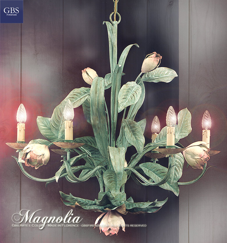 Magnolia. Lampadario a 6 Luci. Ferro battuto e decorato a mano. Tempera. Design: Renee Danzer. Made in Italy