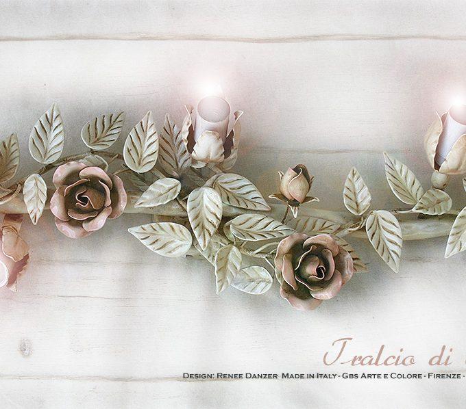 Tralcio di Rose. 3 Faretti orientabili. Applique Plafoniera con tre faretti direzionali. Ferro battuto e decorato a mano.