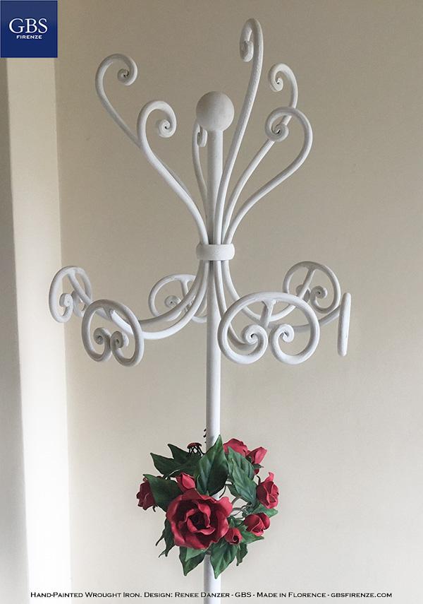 Appendiabiti da terra. Bouquet di Rose. con sei ganci. Ferro battuto. Camera romantica. Soggiorno